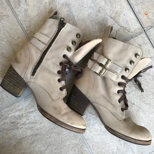 Anthropologie holding horses beige suedes boots